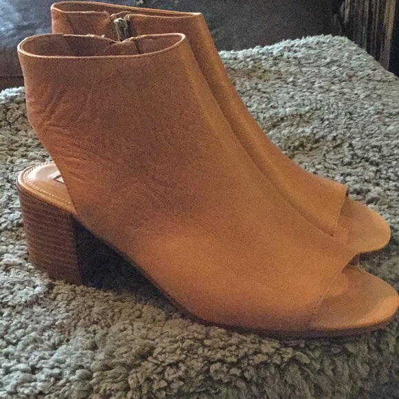 bfc65430a63 Steve Madden Rico booties in camel size 9.5. M 5b4fca879e6b5bb0e27aa7f7
